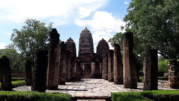 Sukhothai Historical Park - Wat Si Sawai 2
