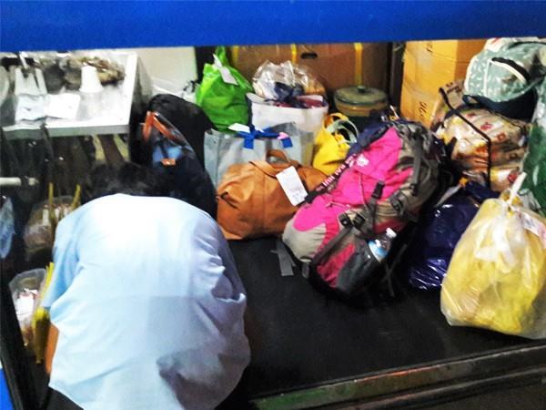 Load luggage
