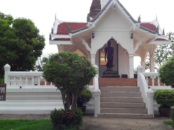 Wat Traphang Thong - Buddha's Footprint Building